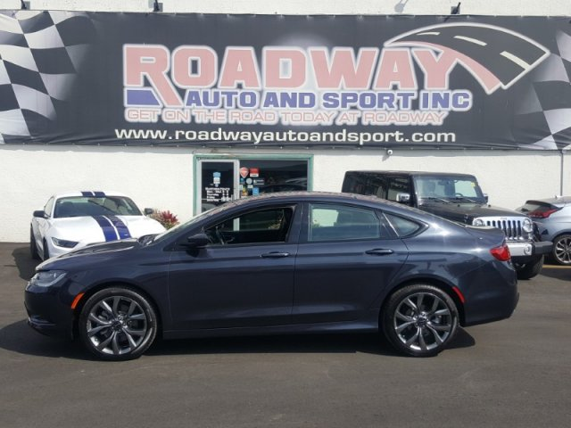 Pre-Owned 2017 Chrysler 200 S